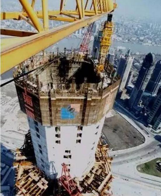 筑吊塔的拆除方法