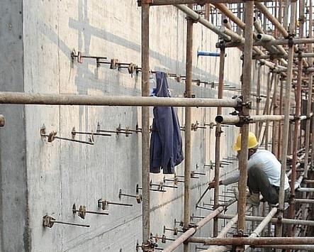 22,地下室外墙模板拆除后的止水螺杆处理