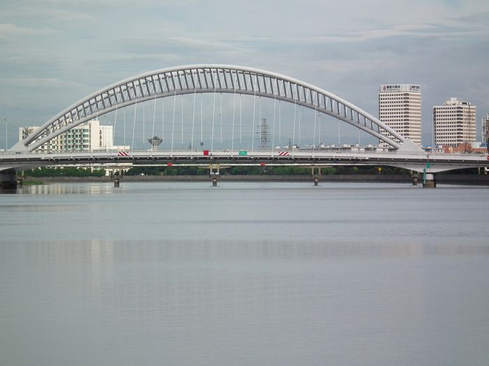 新典路,主桥为下承式连续梁系杆拱桥.-宁波长丰桥