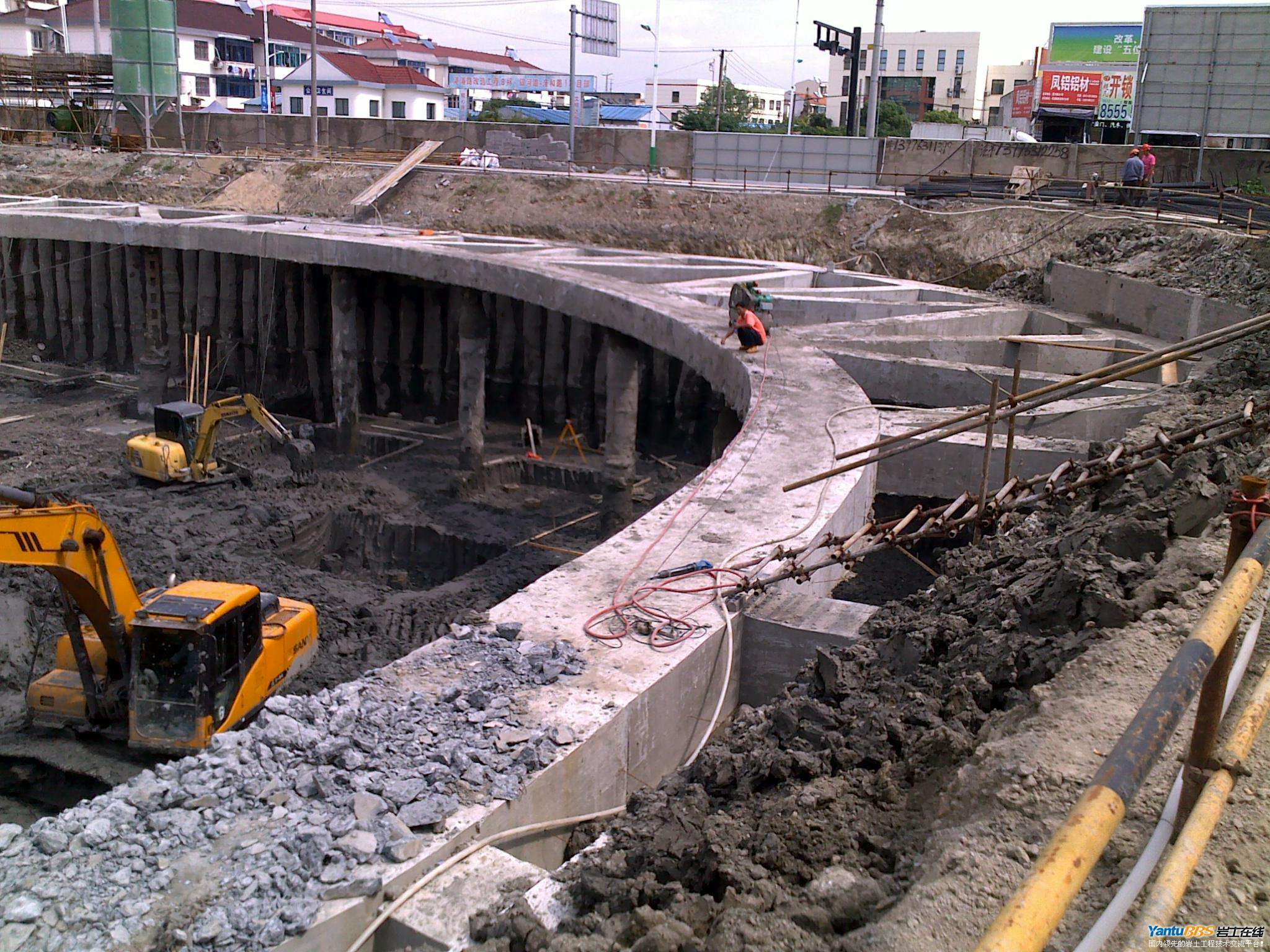 支撑 圆形 基坑/环形支撑利用了拱形效应将土压力转化为对混凝土的压力,而且...