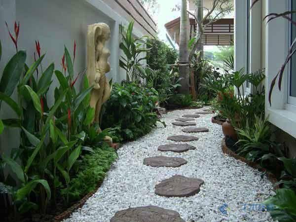 私人别墅庭院小路实景图