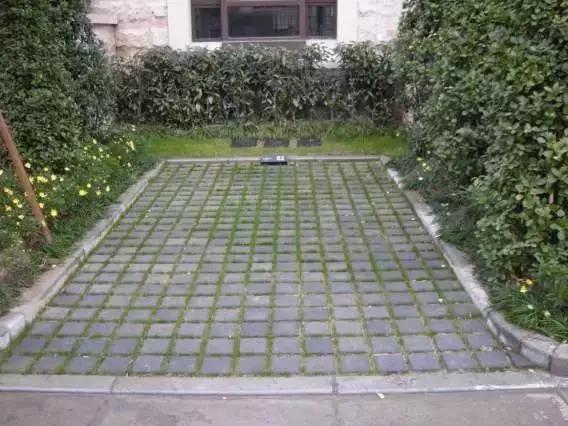 石材立面与铺装地面衔接处理方式