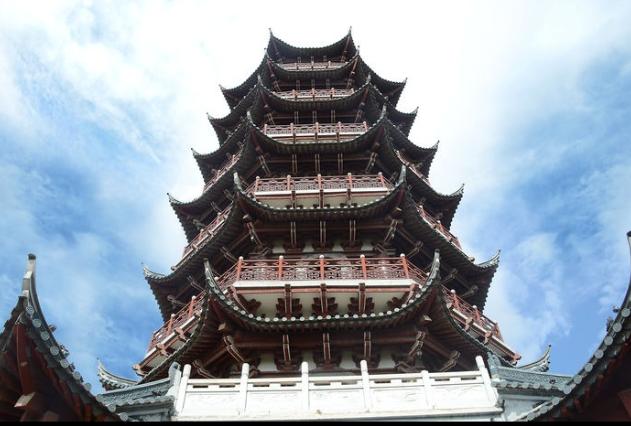 """古建筑:古塔设计图纸汇总 古塔,是中国五千年文明史的载体之一,古塔为祖国城市山林增光添彩,塔被佛教界人士尊为佛塔。矗立在大江南北的古塔,被誉为中国古代杰出的高层建筑。  古塔在用途上,有了许多发展和变化,超越单纯佛塔的限制,总结起来,主要有以下几个方面: 一是登高望远,当塔还是窣堵坡坟冢的时候,不论从对佛的尊崇上讲,还是就其圆形覆钵的形式上说,都不宜攀登。印度塔与中国楼阁相结合,产生了这种最为广泛的用途。南北朝时文学家庾信写有《和从驾登云居寺塔》的五言诗。唐宋以后,登塔之风更盛,西安大雁塔的"""""""