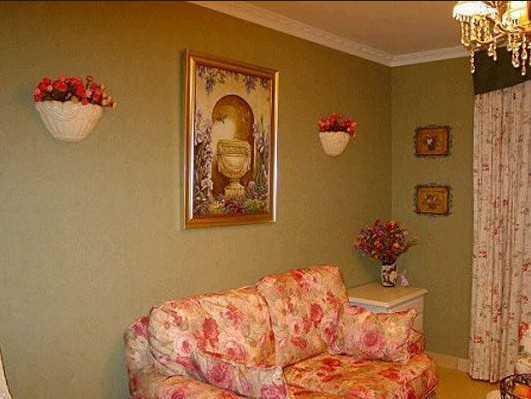 客厅沙发背景墙,墙壁的壁花设计很有小花园的清新干净,中间的艺术